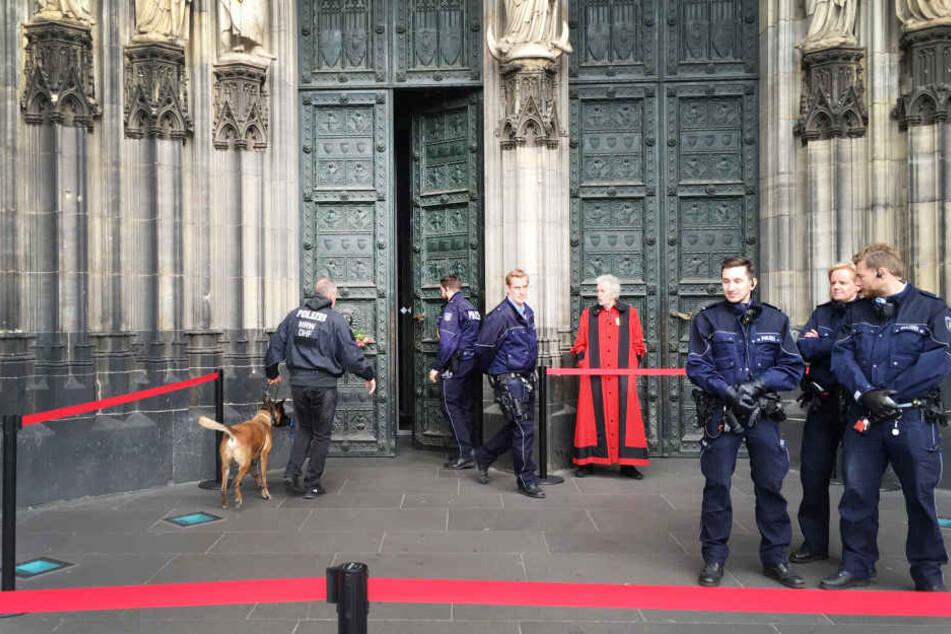 Der Kölner Dom wurde am Freitag evakuiert und durchsucht.