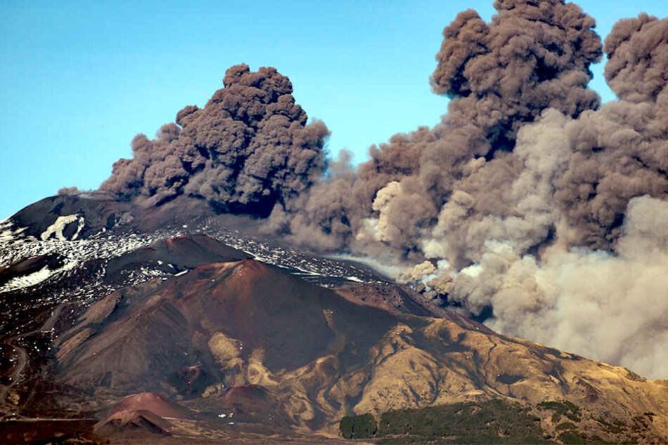 Ausgerechnet zu Weihnachten! Vulkan Ätna ausgebrochen