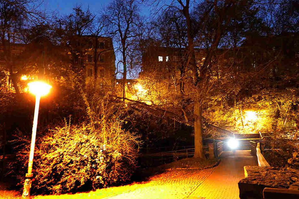 Die hellen Laternen hielten die minderjährigen Vergewaltiger nicht davon ab, ihre Opfer am Fuße des Kaßbergs zu attackieren.