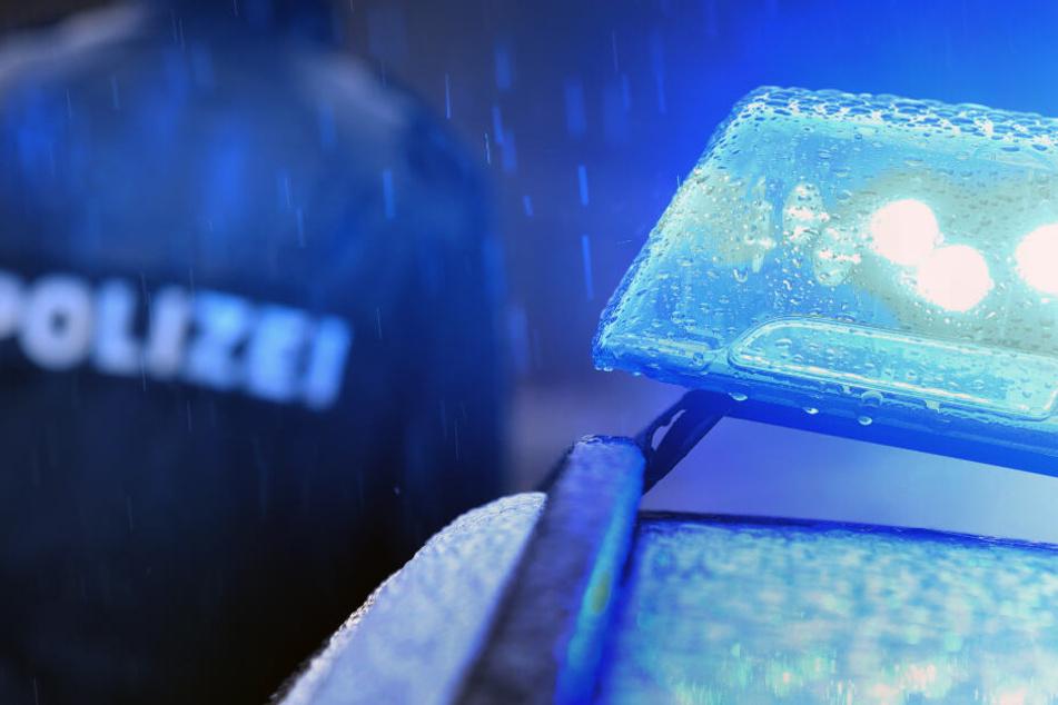 Nachbarn verständigten Polizeibeamte (Symbolbild).