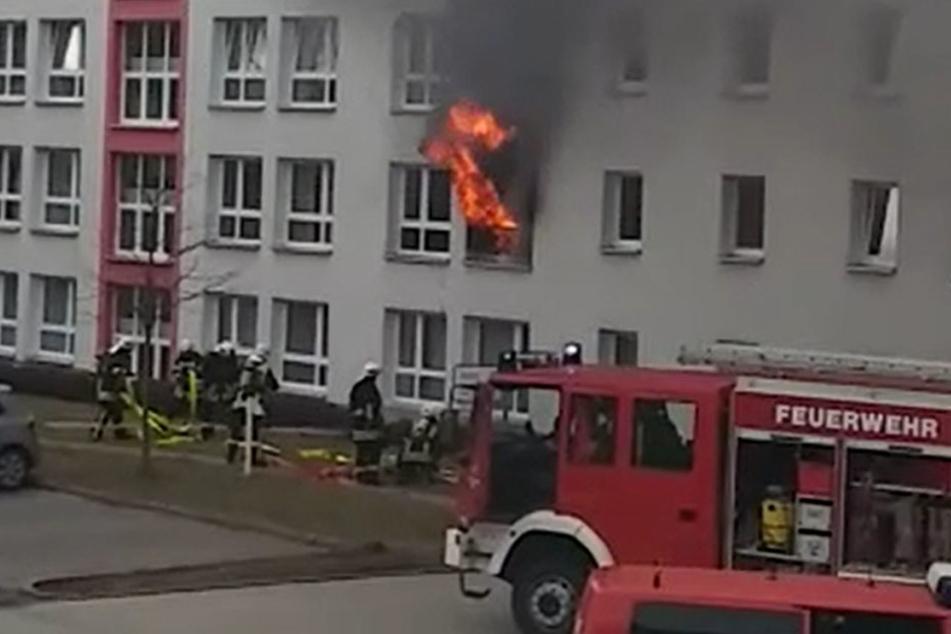 Flammeninferno! Ein Toter und zwölf Verletzte bei Feuer in Pflegeheim
