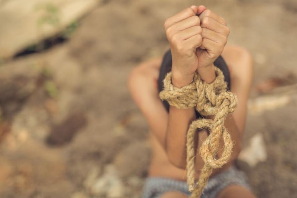 An afrikanischen Kindern zwischen zwei und zwölf Jahren soll sich der Mann vergangen haben. (Symbolbild)