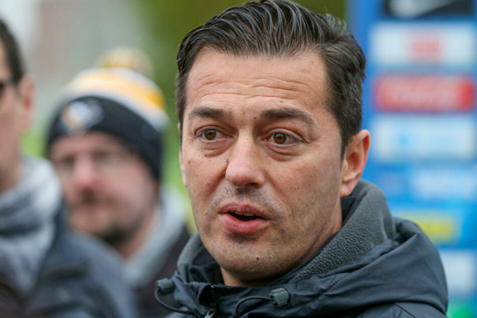 Ante Covic stellt sich am Tag nach der Pleite in Augsburg den Fragen der Medien.