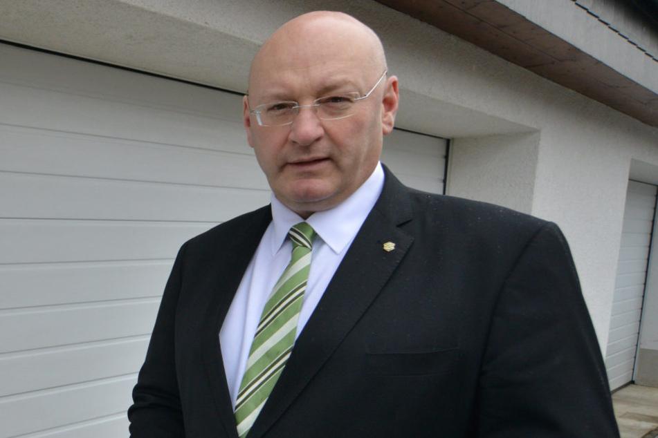 """MdL Gerald Otto (51, CDU) freut sich über die Millionenspritze und besonders über die Maßnahmen für die Kita """"Apfelbäumchen""""."""