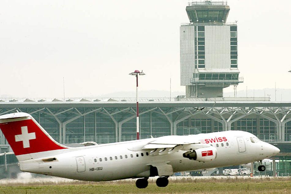 """Eine """"Swiss""""-Maschine, hier am Flughafen Basel-Mulhouse-Freiburg (Archivbild)."""