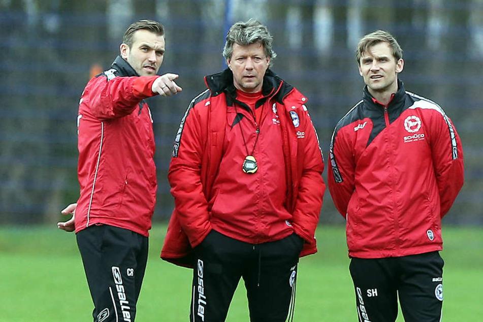 Das neue Trainerteam in Bielefeld: Co-Trainer Carsten Rump (li.) und Sebastian Hille (re.) mit Cheftrainer Jeff Saibene.