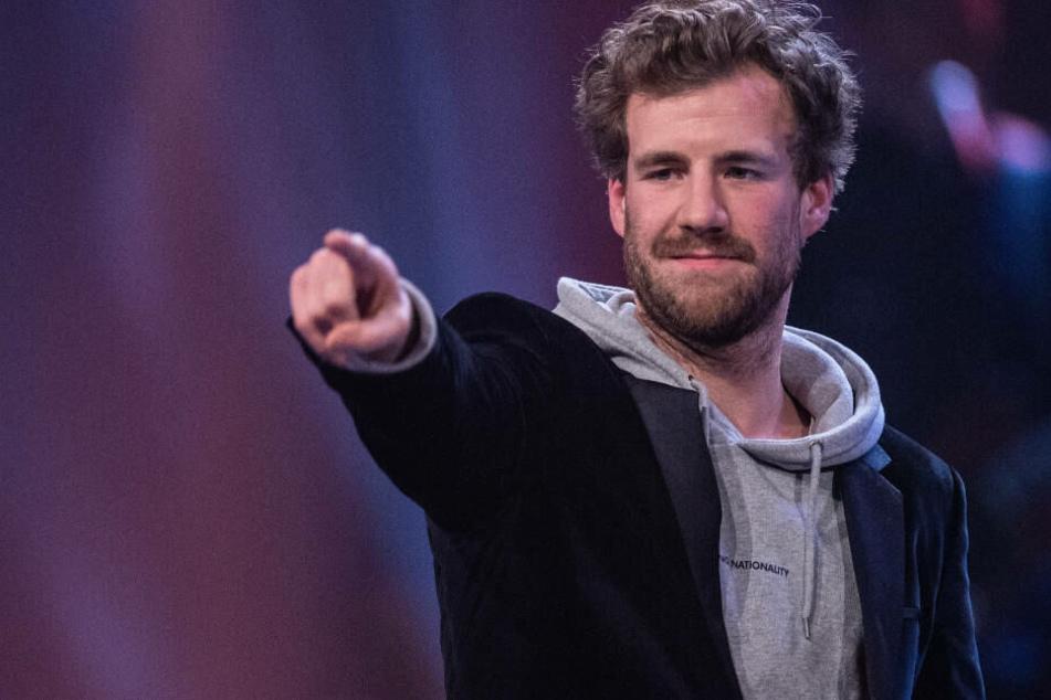 Mit wem Luke Mockridge bei seinem Auftritt unter einer Decke steckte? Er wird es sicherlich bald verraten.