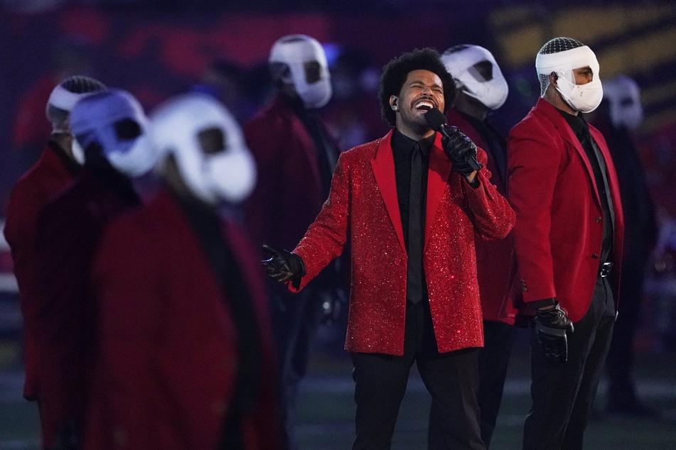 """Super-Bowl-Halbzeitshow im Netz zerlegt: """"Wenn man Michael Jackson bei Wish bestellt"""""""
