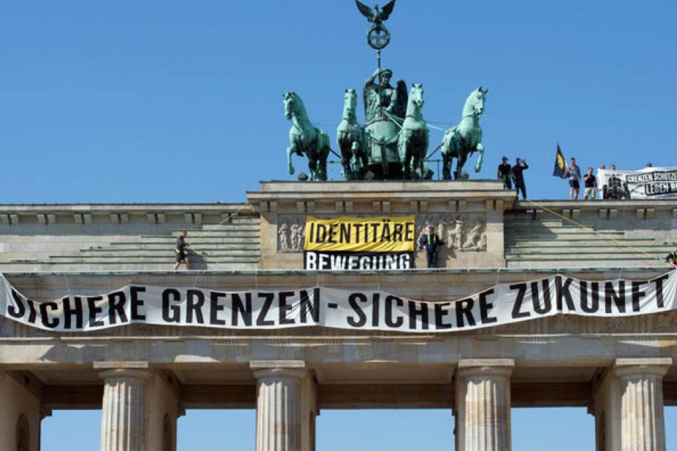 """Rechte """"Identitäre Bewegung"""" besetztBrandenburgerTor"""