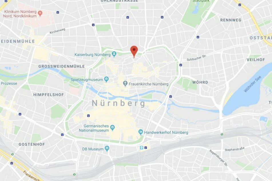 In der Nürnberger Innenstadt haben Passanten einen schrecklichen Fund gemacht.