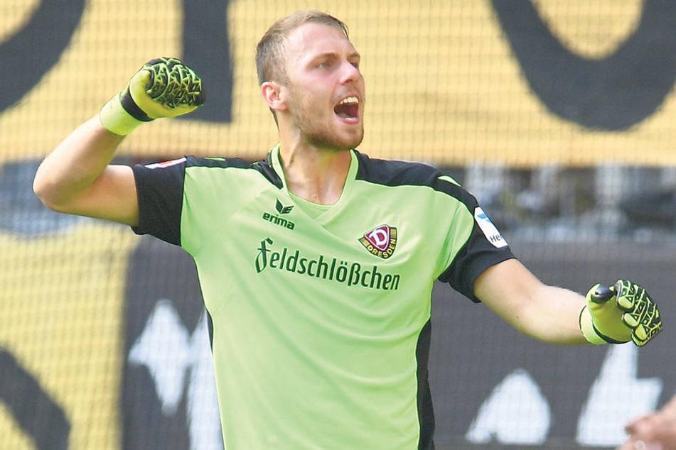 1:1! Keeper Marvin Schwäbe freut sich über den Punktgewinn seiner Dynamos gegen den 1. FC Nürnberg beim Liga-Start.