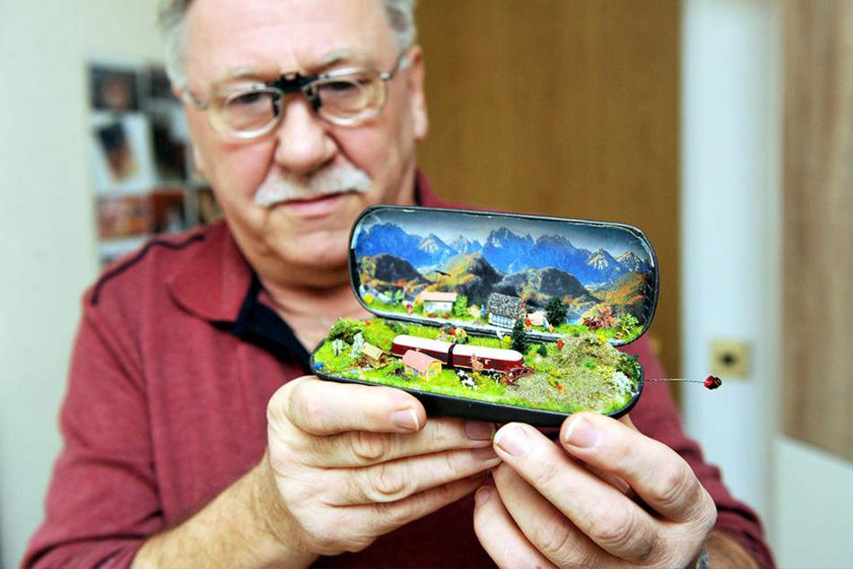 Heinz Jüttner (64) hat ein feines Auge. Und ruhige Hände: Hier zauberte er eine kleine Modellbahn in ein Brillenetui.