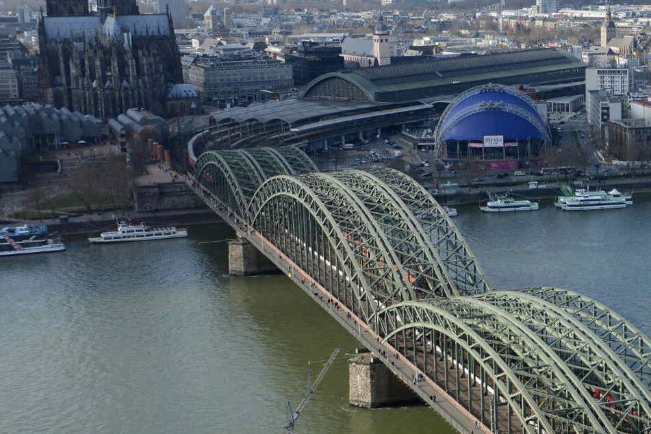 Die Kölner Hohenzollernbrücke könnte eine neue Rampe bekommen.