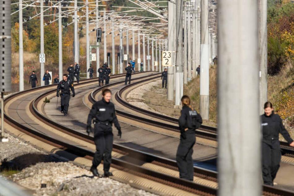 Über 150 Polizisten hatten den Streckenabschnitt erneut abgesucht.