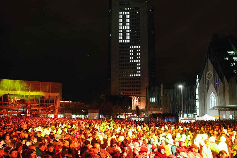 Etwa 15.000 Menschen versammelten sich am Montagabend auf dem Augustusplatz.