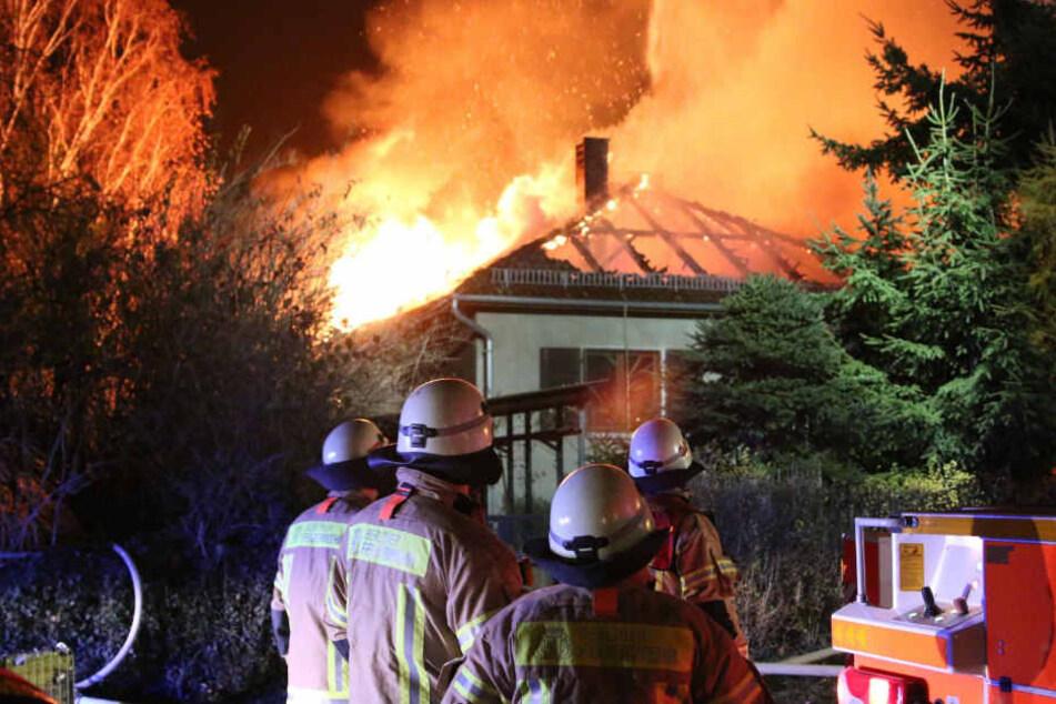 Bei dem Brand wurde ein Mann und eine Frau verletzt.