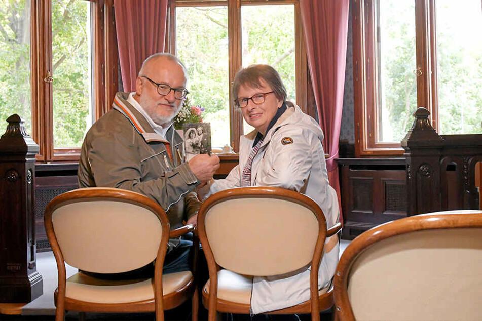 Schauten sich am Montag zum Tag der offenen Tür im Standesamt um: Barbara und Norbert Lutzner.