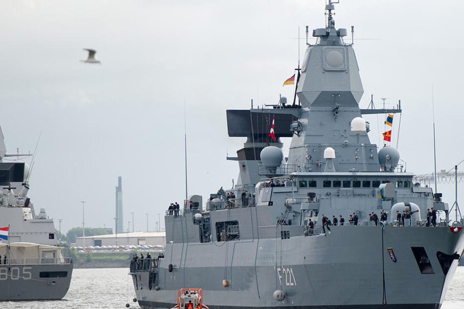 Wird ein Kriegsschiff in den Hamburger Hafen entsendet, um die Konferenz der mächtigsten Politiker der Welt abzusichern? (Symbolbild).