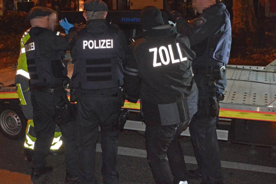 Polizei, Zoll und Ordnungsamt haben zahlreiche Objekte durchsucht und Wettautomaten sichergestellt.