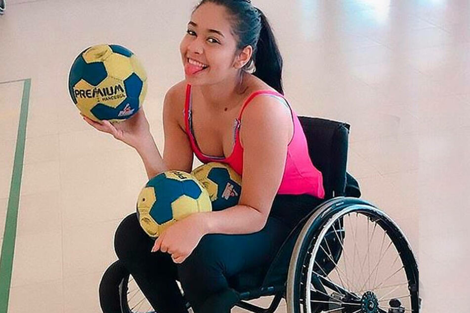 Layane sitzt nun im Rollstuhl und versucht mit den neuen Umständen zurechtzukommen.