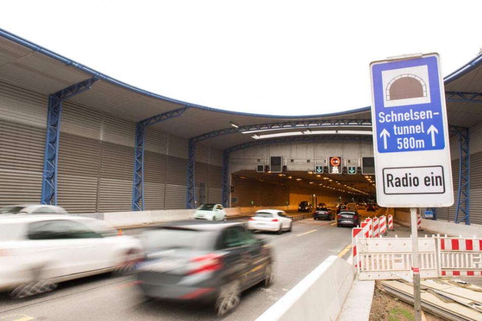 Der Verkehr am Lärmschutzdeckel in Schnelsen wird umgeleitet.