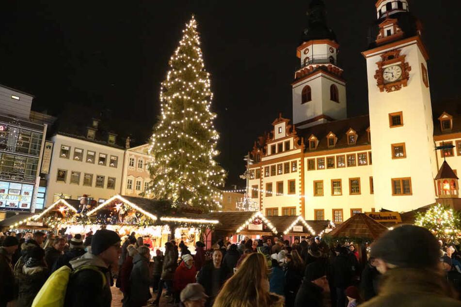 Dichtes Gedränge am Samstag auf dem Chemnitzer Weihnachtsmarkt.
