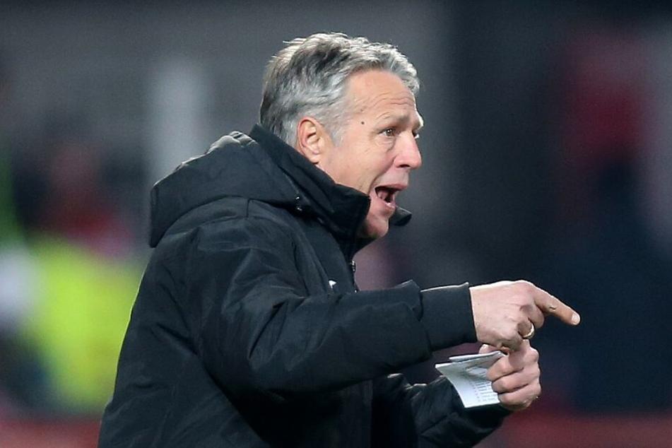 Uwe Neuhaus war zuletzt nicht mit der Leistung von Roberto Massimo zufrieden.