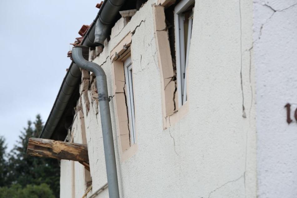 Das Haus kann aktuell nicht betreten werden, ist einsturzgefährdet.