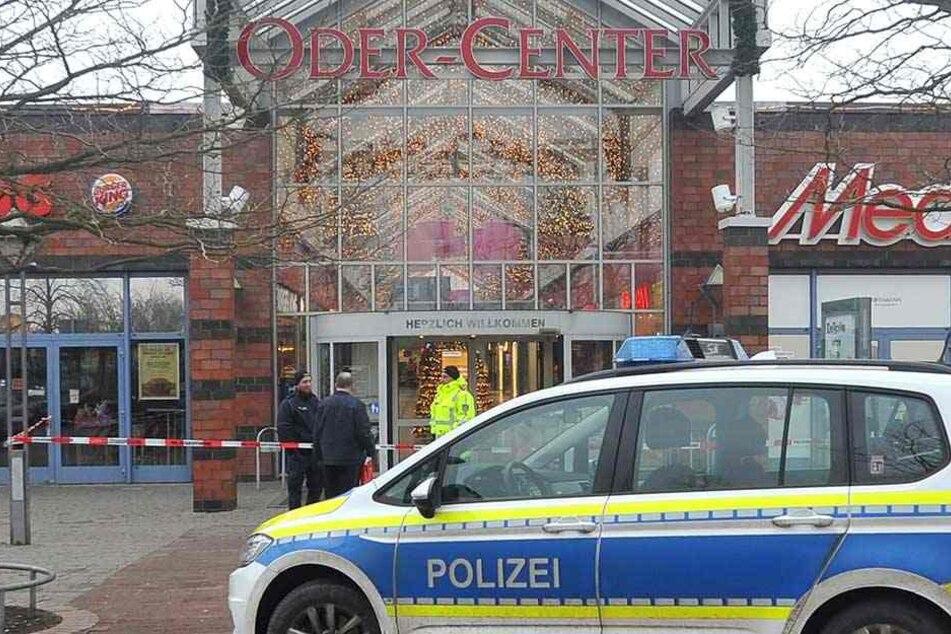 Die Polizei evakuierte ein Einkaufszentrum in Schwedt.
