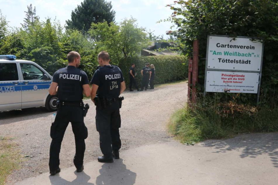 Die Polizei ist mit einem Großaufgebot in der Gartenanlage vor Ort.