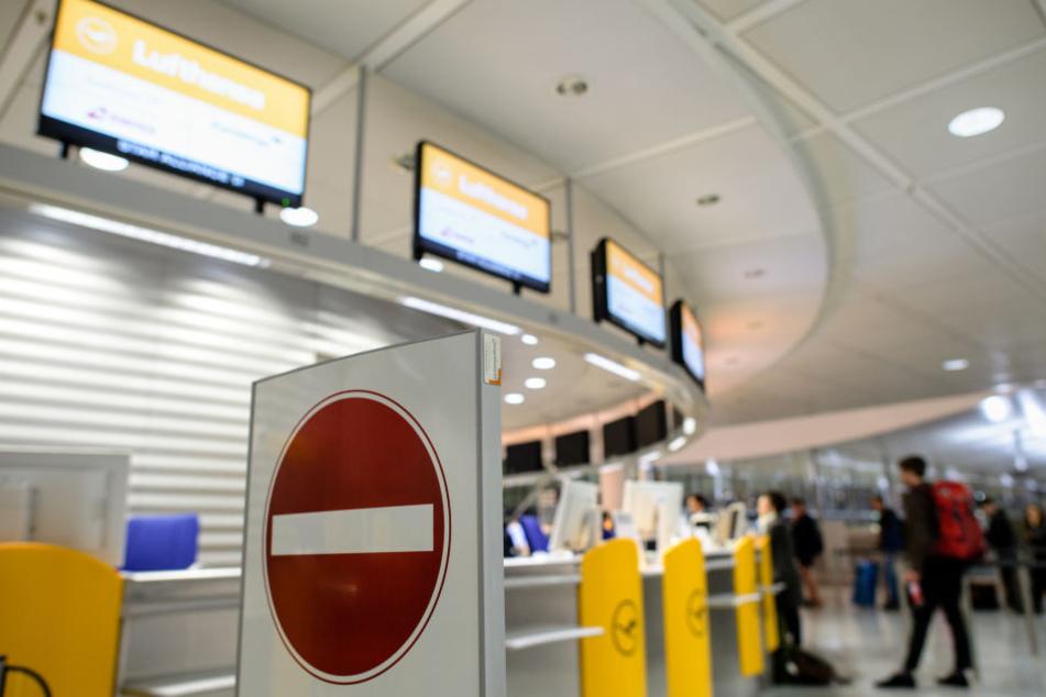 Der Mann wollte mit der Reisetasche vom Münchner Flughafen abfliegen. (Archivbild)