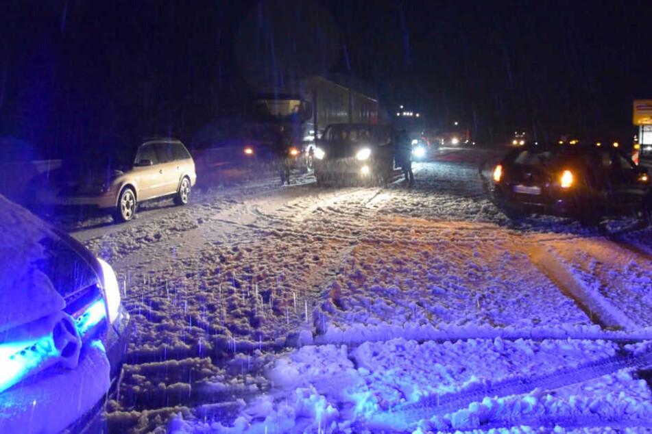 Hölle im Höllental! Starker Schneefall legt Verkehr teilweise lahm