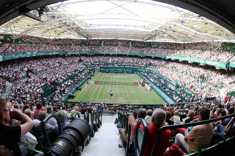 """Tolle Zuschauerkulisse beim """"Match of the Day"""" zwischen Rekord-Champion Roger Federer und Mischa Zverev."""