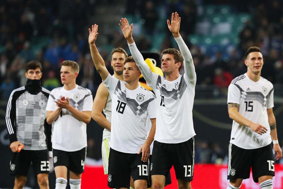 Joshua Kimmich (Dritter von r.), Thomas Müller (Zweiter von r.) und Co. konnten sich über einen klaren 3:0-Sieg gegen Russland freuen und Selbstvertrauen für das Spiel gegen die Niederlande tanken.