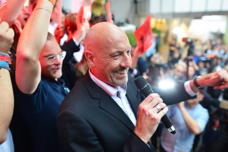 Kann sich über den ersten Wahlsieg der CDU in Bremen freuen: Spitzenkandidat Carsten Meyer-Heder (58).