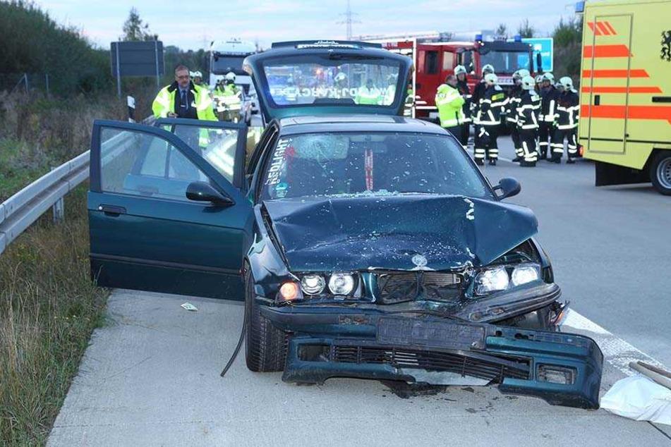 Auf der A17 bei Dresden stießen zwei Autos zusammen.