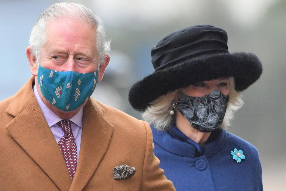 Prinz Charles und seine Frau Camilla haben ihre erste Corona-Impfung erhalten.