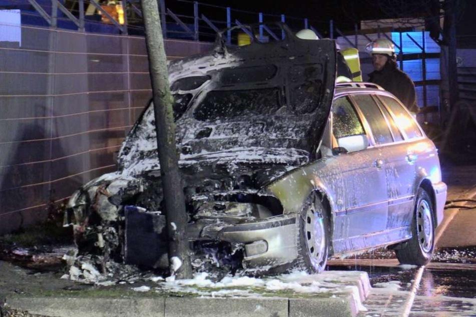 Der BMW 520i fing während der Fahrt Feuer.