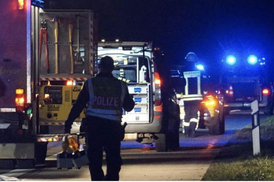 Schwerer Unfall auf der A9: VW-Van wird gerammt und überschlägt sich