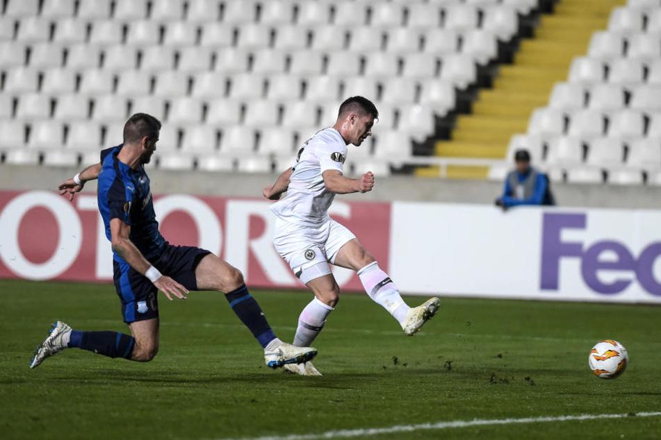 Knipser: Youngster Luka Jovic schießt zur Führung ein.