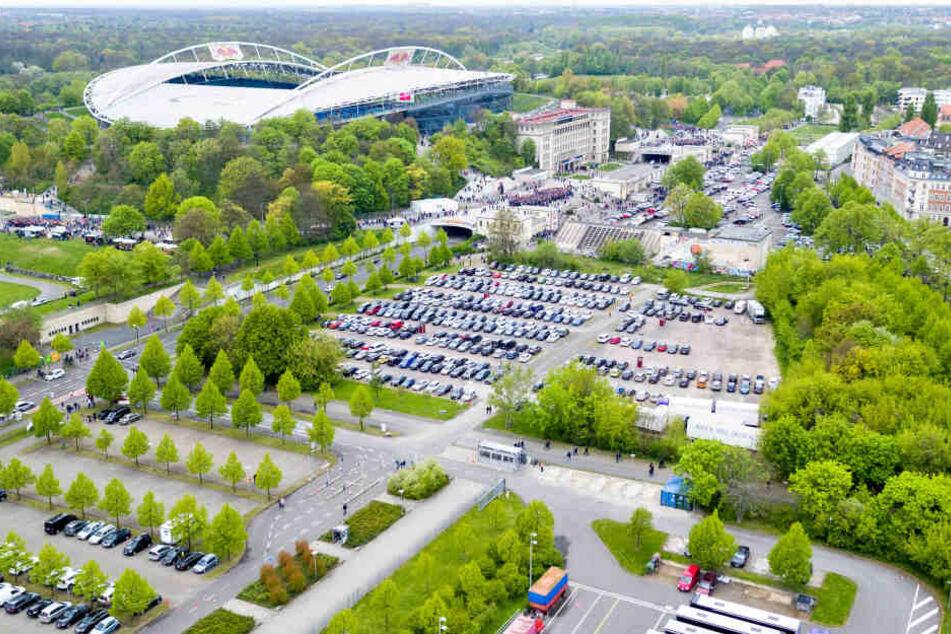Rund um die Red Bull- Arena mangelt es an Parkplätzen.