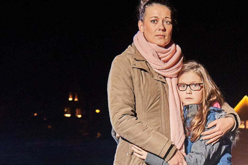 Nelly (10) auf Schulweg umgefahren und liegen gelassen: Die Mama fahndet nach dem Unfallfahrer!