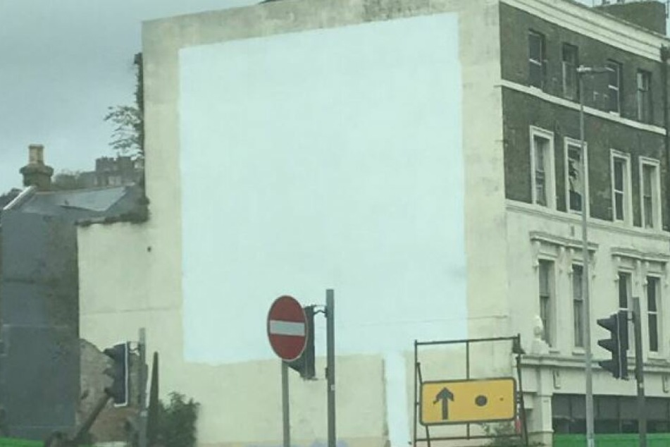 Banksys Graffiti wurde offenbar überweißt.