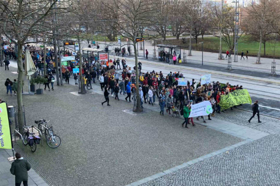 """Fridays for Future""-Demo: In Chemnitz wird fürs Klima gestreikt"