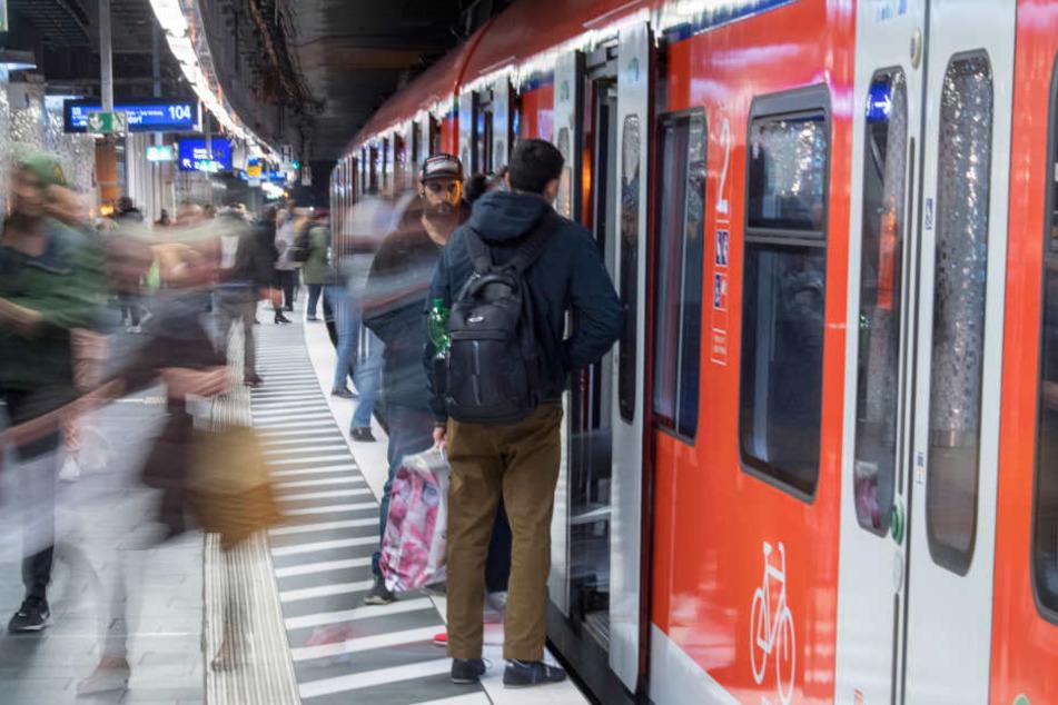 Der S-Bahn-Verkehr wurde am Morgen komplett eingestellt. (Symbolbild)