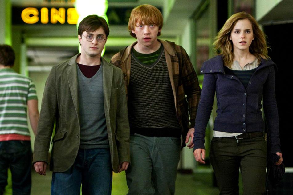 Harry Potter (Daniel Radcliffe, l.) erlebte mit Ron Weasley (Rupert Grint, M.) und Hermine Granger (Emma Watson) viele fantastische Abenteuer mit Tiefgang.