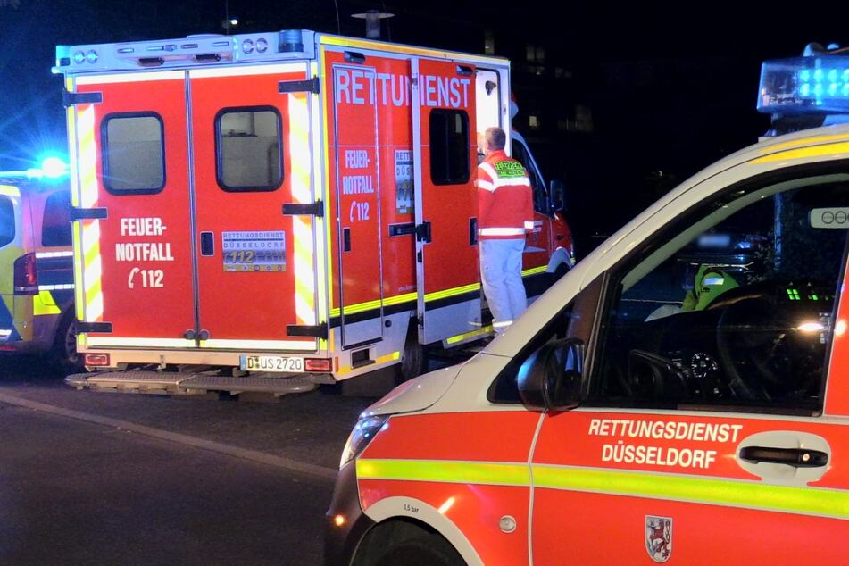 Die verletzte Person wurde reanimiert und unter notärztlicher Begleitung in ein Krankenhaus gebracht.