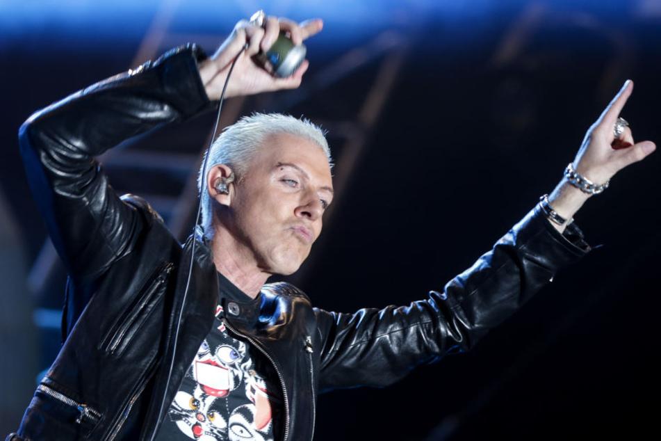 """Sänger H.P. Baxxter (53) verteidigte den Auftritt als """"rein musikalisches"""" Event."""