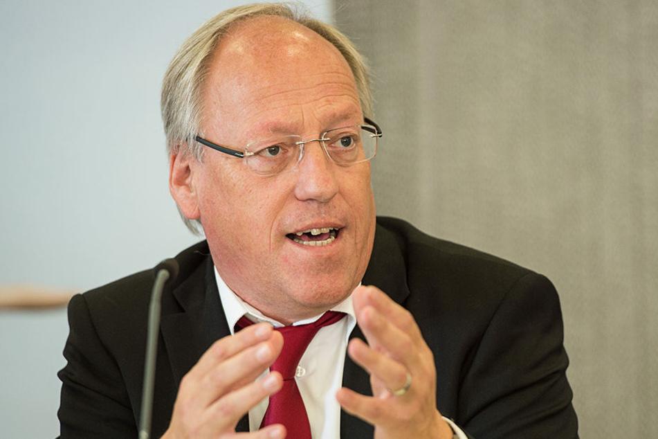 Bielefelds OB Pit Clausen ist Vorsitzender des Städtetags NRW und fordert das Land zur Zahlung auf.