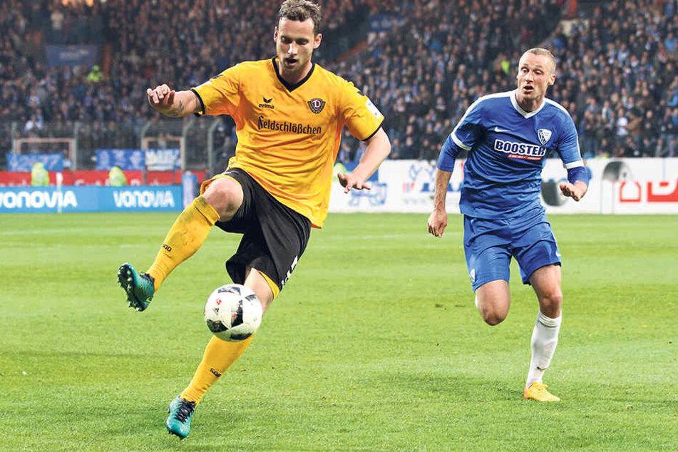 Auch Manuel Konrad (l.), hier vor Felix Bastians am Ball, hatte eine Aktie am Tor zum 2:3 aus Dynamo-Sicht.